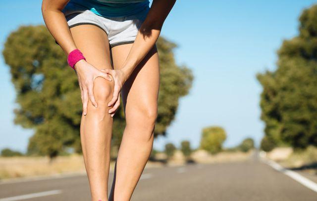 Болят колени после тренировки - почему и что делать?