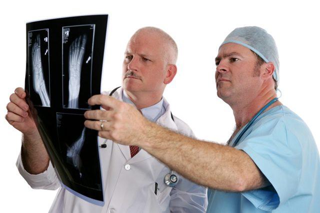 Какой врач лечит артроз суставов и какими методами