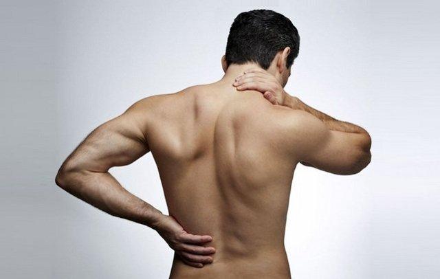 Боль под левой лопаткой сзади со спины - причины и лечение