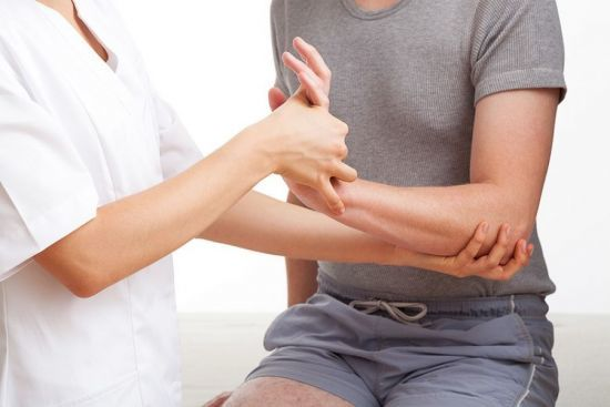 Воспаление локтевого сустава - причины и симптомы, лечение