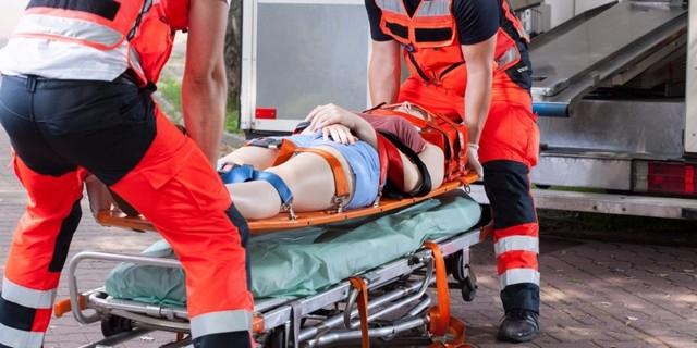 Каким образом осуществляется транспортировка пострадавших с переломом позвоночника