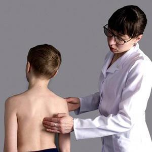 Хруст в позвоночнике - возможные причины и варианты лечения