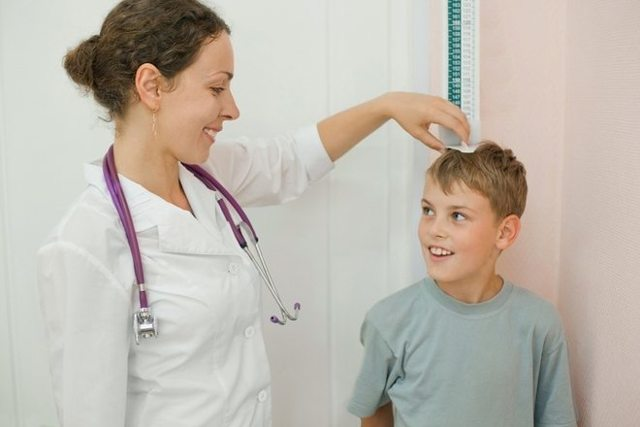 У ребенка болят колени - что делать и к какому врачу обратиться