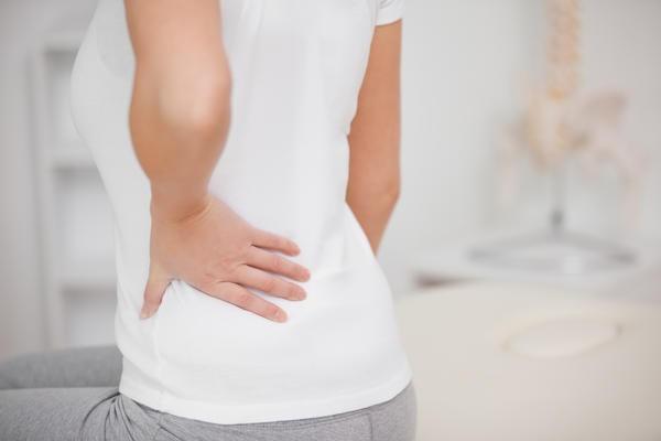 Боль в спине ниже поясницы - причины и помощь