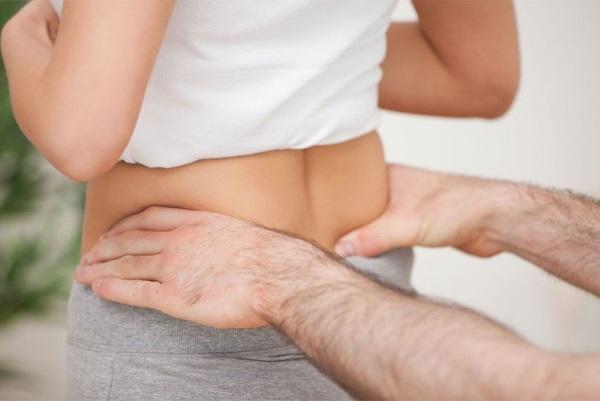 Болит копчик после родов - какие причины и что с этим делать