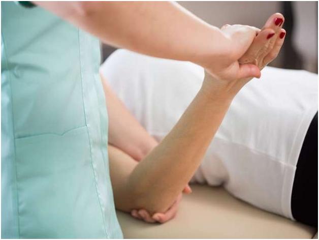 Что делать при ушибах локтя при падении - симптомы и лечение