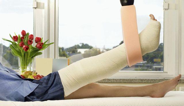 После снятия гипса с ноги больно ходить и сильный отек - что делать