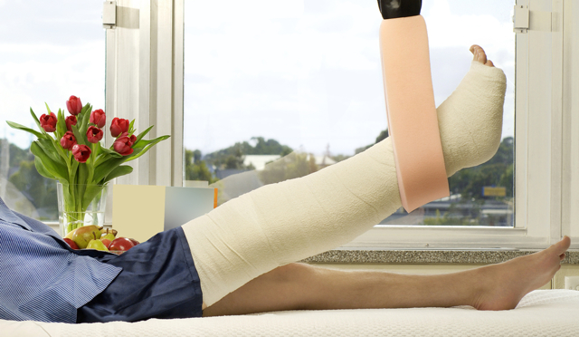 Перелом берцовой кости со смещением и без - сколько ходить в гипсе