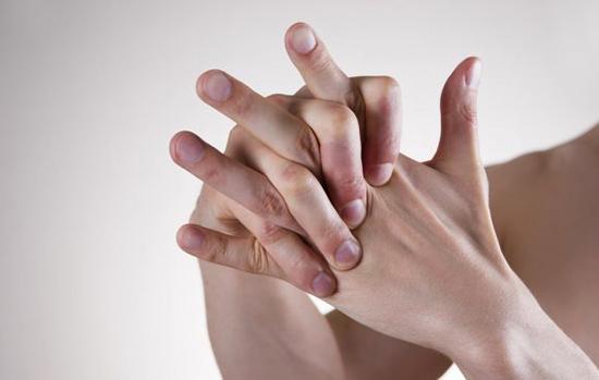 Почему хрустят суставы по всему телу - причины и лечение