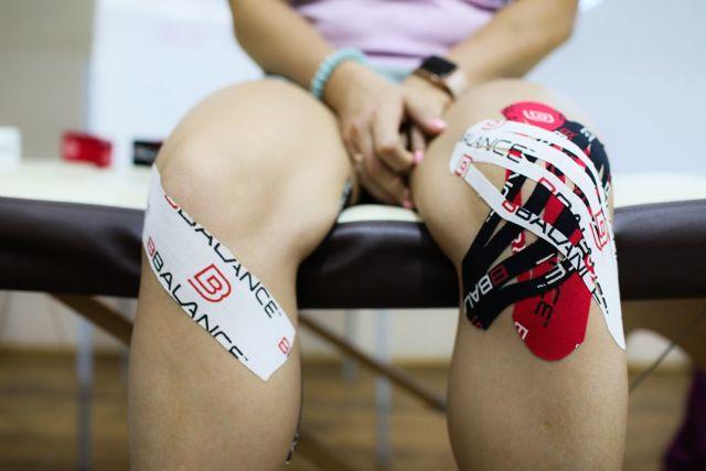 Кинезиотейпирование колена при артрозе сустава