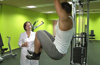 Можно ли при остеохондрозе висеть на турнике - упражнения