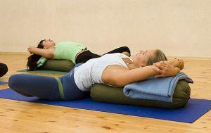Йога при сколиозе 1, 2 и 3 степени - можно ли заниматься