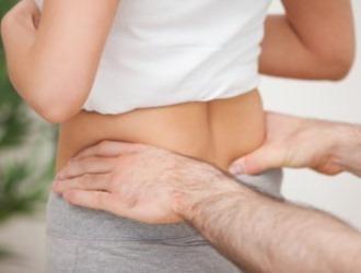 Болит копчик у женщин - причины, диагностика и лечение