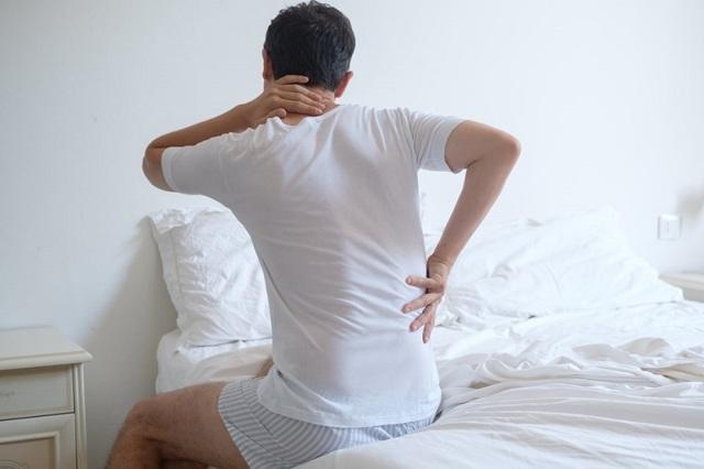 По утрам болит спина в области поясницы потом проходит - причины