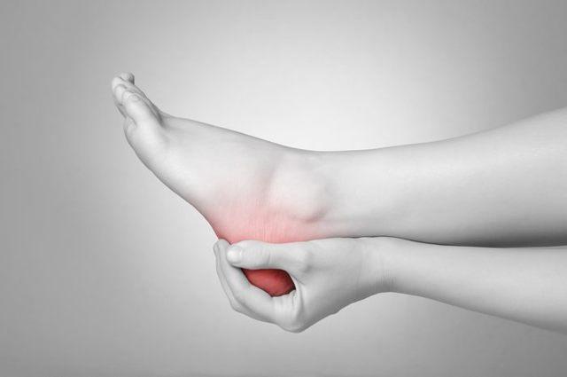Перелом пятки со смещением и без - симптомы и лечение