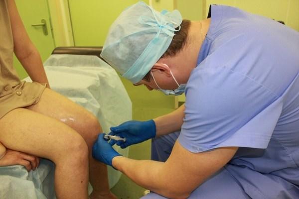 Воспаление коленного сустава - уколы для лечения