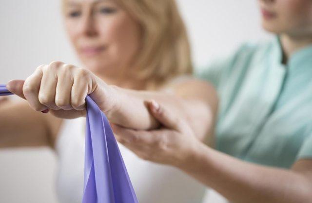 Перелом лучевой кости руки со смещением и без - лечение