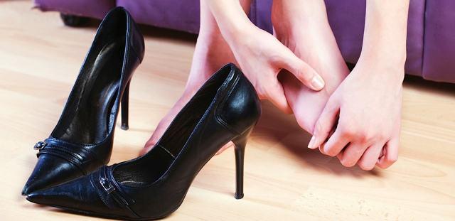 Почему болит поясница у женщин - причины, диагностика и лечение