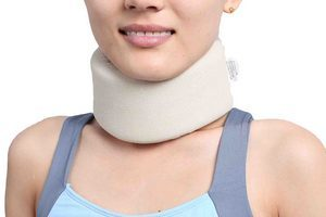 Корсет для шеи при остеохондрозе - зачем он нужен?