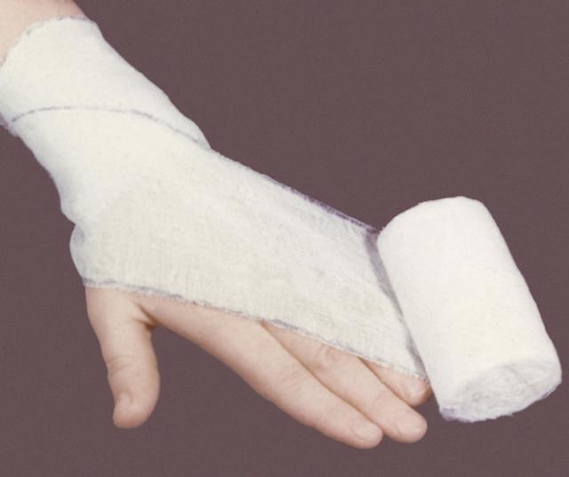 Эластичный бинт на запястье руки - как правильно наложить?