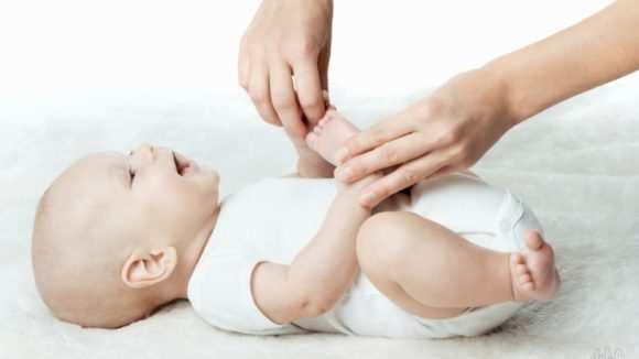 Хрустят суставы у грудничка - что делать и как лечить