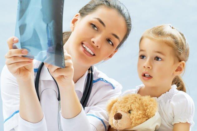 Перелом у ребенка со смещением и без - причины и лечение