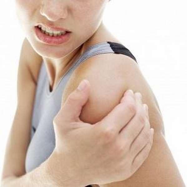 Опух локоть и болит - что это может быть и как лечить