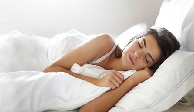 Как правильно спать при шейном остеохондрозе и на чем?