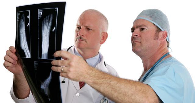 Косточка на ноге - к какому врачу обратиться и как это лечить